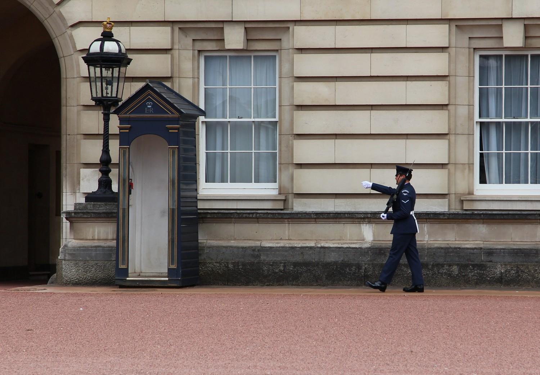 Garde devant Buckingham Palace